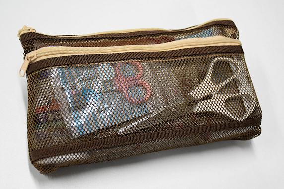 バッグの中の携帯用救急セット