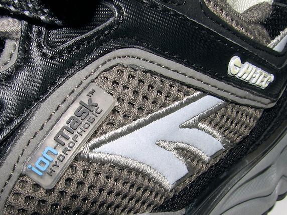 非常持出袋の横に置く靴