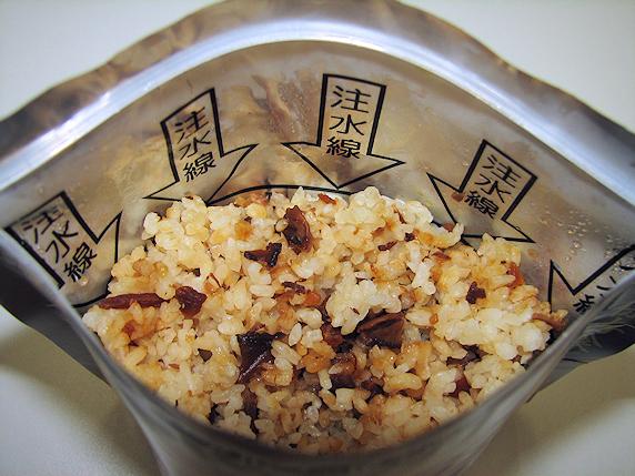 非常食のアルファ米を食す
