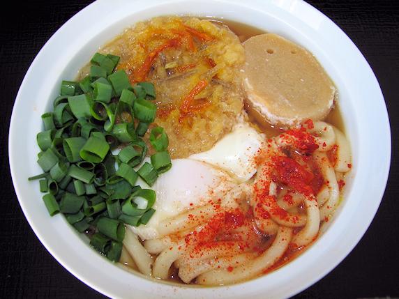 自家製唐辛子と自家製ネギの鍋焼きうどん